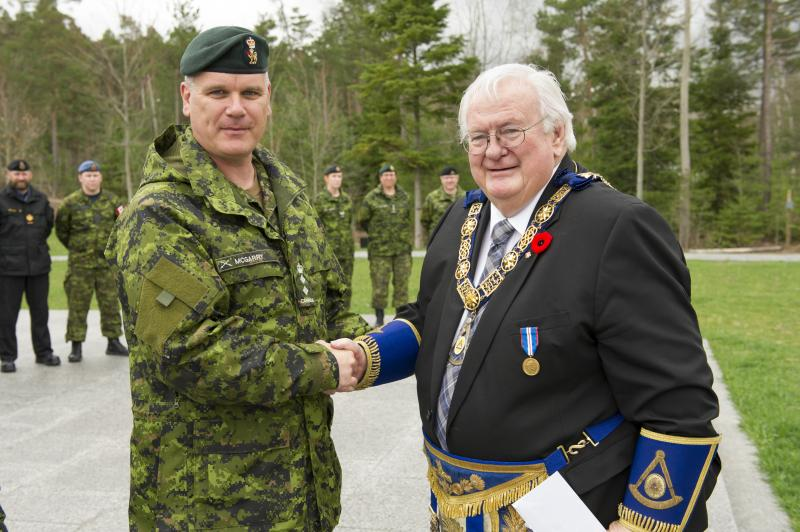 Base Commander Colonel Liam McGarry with Grand Master John Green at the Cheque Presentation for the Borden Legacy Project from the Free and Accepted Masons of Canada at the Borden Legacy Wall, Canadian Forces Base (CFB) Borden, Ontario on May 2, 2017.                                                                                                                        Photo: Avr Rachael Allen, CFB Borden Imagery                                                     CB06-2017-0198-014