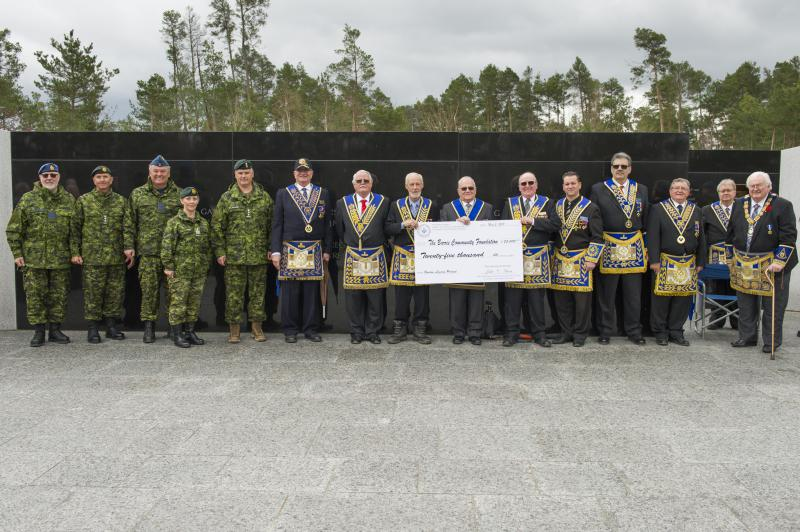 Members of the Canadian Armed Forces (CAF) and the Grand Lodge of Ancient, Free and Accepted Masons of Canada in the Province of Ontario at the Cheque Presentation for the Borden Legacy Project at the Borden Legacy Wall, Canadian Forces Base (CFB) Borden, Ontario on May 2, 2017.                                                                                      Photo: Avr Rachael Allen, CFB Borden Imagery                                                     CB06-2017-0198-017