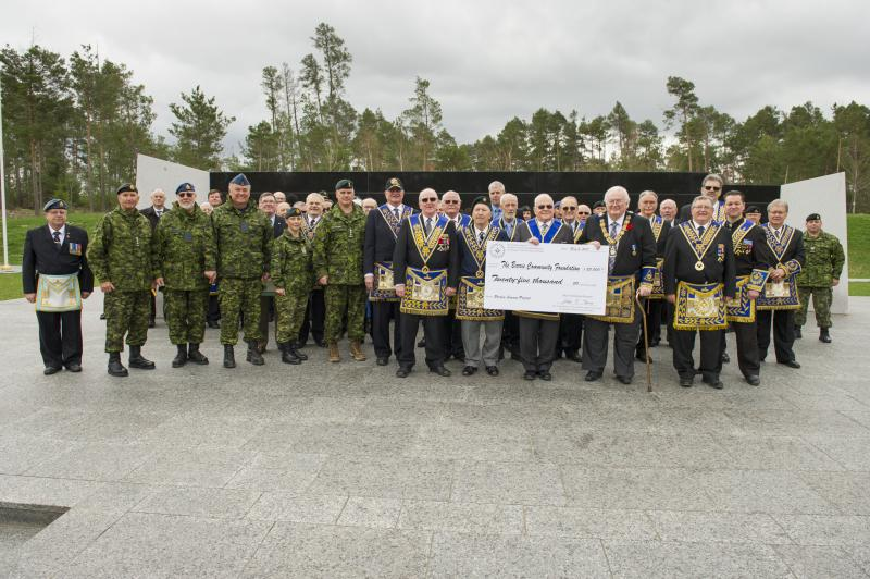 Members of the Canadian Armed Forces (CAF) and the Grand Lodge of Ancient, Free and Accepted Masons of Canada in the Province of Ontario at the Cheque Presentation for the Borden Legacy Project at the Borden Legacy Wall, Canadian Forces Base (CFB) Borden, Ontario on May 2, 2017.                                                                                      Photo: Avr Rachael Allen, CFB Borden Imagery                                                     CB06-2017-0198-018